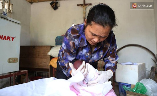 Những con người thầm lặng làm nhiệm vụ nhặt xác thai nhi