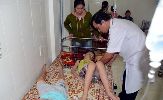 Thêm 37 học sinh ở Nghệ An ngộ độc quả ngô đồng