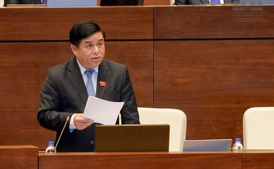 Bộ trưởng Bộ Kế hoạch và Đầu tư Nguyễn Chí Dũng trả lời chất vấn trước Quốc hội