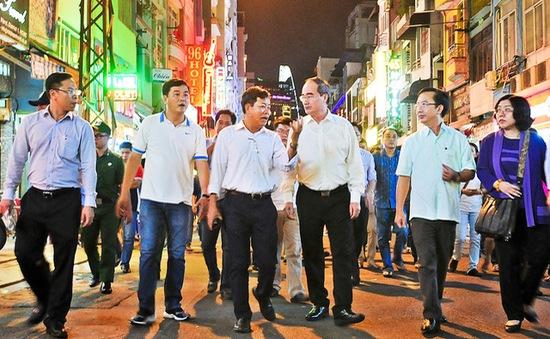 Bí thư Thành ủy TP.HCM thị sát phố đi bộ Bùi Viện