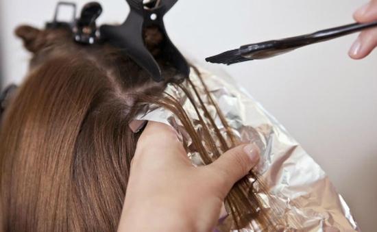 Thuốc nhuộm tóc làm tăng nguy cơ ung thư vú ở phụ nữ