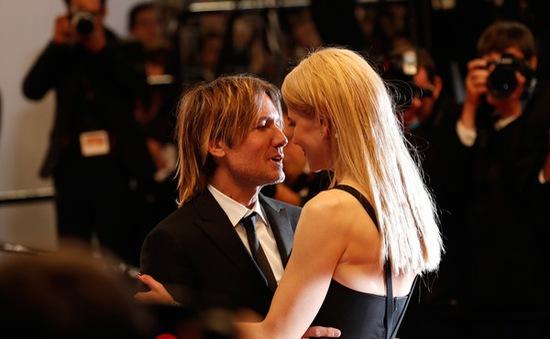 Chồng Nicole Kidman gặp khó khăn khi xem phim vợ đóng