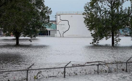 Nổ tại nhà máy hóa chất ở Mỹ do bão Harvey