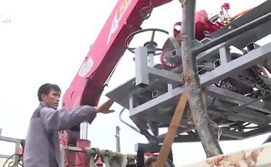Người nông dân sáng chế máy nông cụ theo yêu cầu