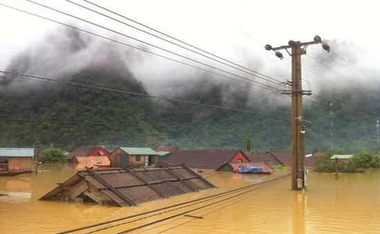 Yên Bái: Mưa lũ ngập đến tận nóc nhà