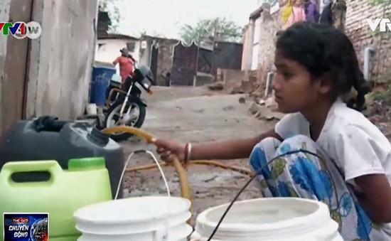 Nước sạch - Nỗi lo của hàng triệu người dân Delhi (Ấn Độ)