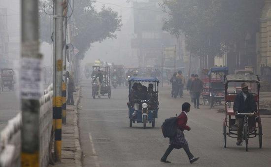 Ô nhiễm khói mù tăng cường, giao thông tại Ấn Độ bị ảnh hưởng nghiêm trọng