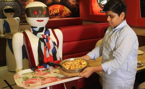Pakistan đưa robot vào phục vụ nhà hàng