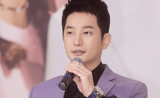 Park Shi Hoo cúi đầu xin lỗi vì scandal cưỡng dâm tai tiếng