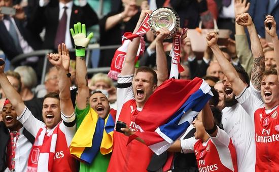 """Sao Arsenal """"nổ tưng bừng"""" sau chức vô địch FA Cup"""