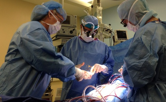 Cứu sống nam thanh niên bị 6 vết thương thủng tim