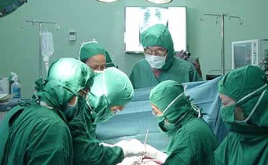 Sản phụ 3 lần ngưng tim do thuyên tắc ối thoát lưỡi hái tử thần