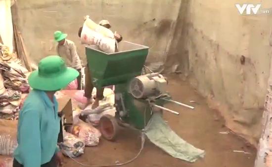 Nông dân chế tạo máy biến phế phẩm thành phân hữu cơ
