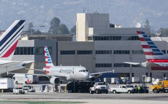 Mỹ: Máy bay chở khách va chạm với xe tải ở sân bay