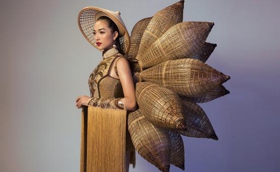 Cận cảnh trang phục truyền thống lạ mắt Lệ Hằng mặc ở Miss Universe