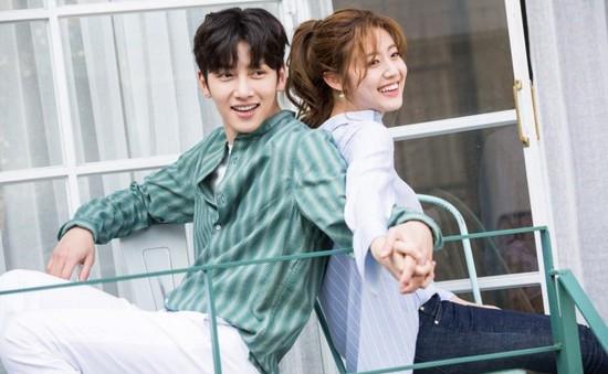 Ji Chang Wook tình tứ bên người tình mới