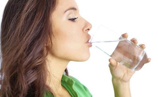 5 thời điểm trong ngày nên tạm dừng uống nước