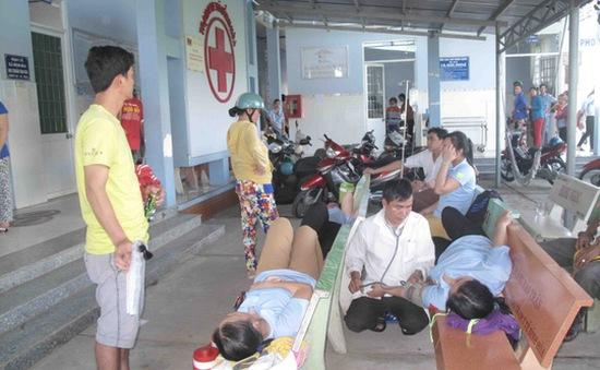 An Giang: 300 công nhân nhập viện nghi do ngộ độc