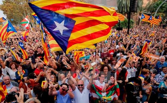Giới chuyên gia cảnh báo người dân vùng Catalonia về cú sốc kinh tế