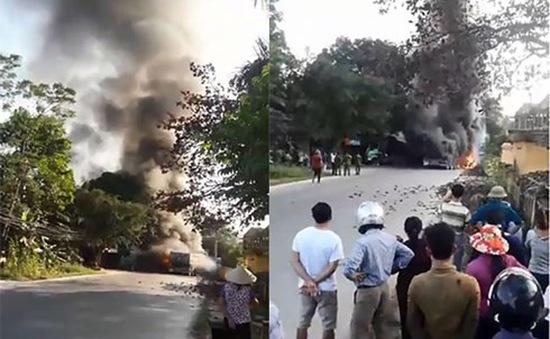 Cháy lớn tại Phú Thọ, 4 xe ô tô bị thiêu rụi