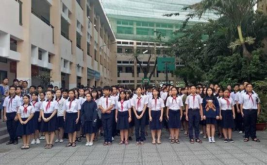 Hàng ngàn học trò nghẹn ngào tiễn biệt thầy hiệu trưởng đột ngột qua đời