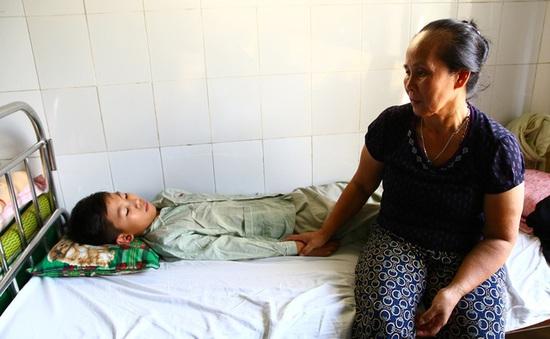 Xót xa cảnh người mẹ có 4 con trai mắc bệnh hiểm nghèo lần lượt qua đời