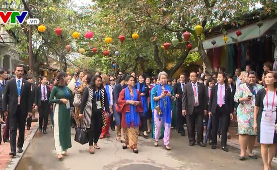 Phu nhân, Phu quân các lãnh đạo nền kinh tế thành viên APEC thăm quan Hội An