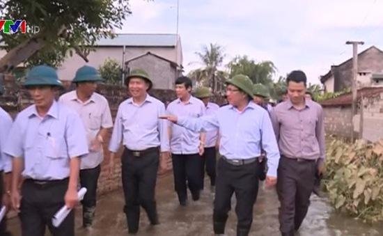 Phó Thủ tướng Phạm Bình Minh kiểm tra công tác khắc phục mưa lũ tại Thanh Hóa