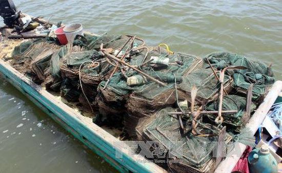 Quảng Ninh: Thu giữ, tiêu hủy các công cụ khai thác thủy sản trái phép