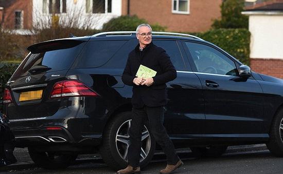 HLV Claudio Ranieri thu dọn đồ đạc rời Leicester City