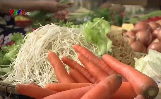 Ảnh hưởng mưa lũ, giá rau củ quả ở miền Trung tăng cao