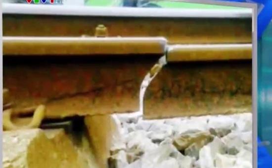 Ray đường sắt tuyến Hà Nội - Hải Phòng gãy đôi, tàu dừng khẩn cấp
