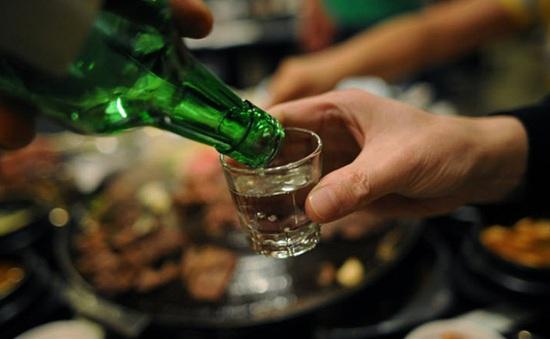 Rượu thủ công: Người nấu vô tư sản xuất, người dùng vô tư uống, địa phương quản lý... bó tay