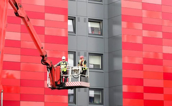 Hơn 80 tòa chung cư tại Anh sai sót về an toàn phòng cháy, chữa cháy