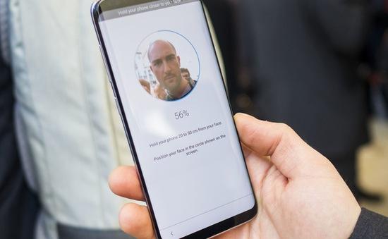 """Sếp lớn của Apple chê công nghệ nhận diện khuôn mặt của Android chỉ là """"vớ vẩn"""""""