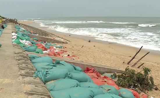 Quảng Bình: Sạt lở đê kè chắn sóng, người dân sống trong lo lắng