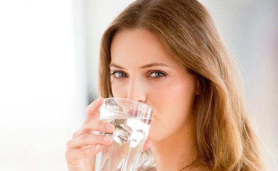 Việc đầu tiên nên làm vào mỗi sáng là... uống nước