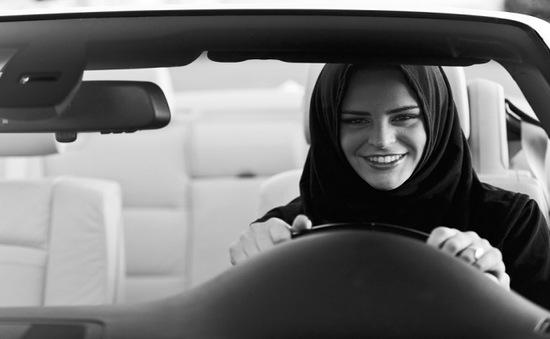 Nhiều hãng xe chớp thời cơ quảng cáo sản phẩm dành cho khách hàng nữ tại Saudi Arabia