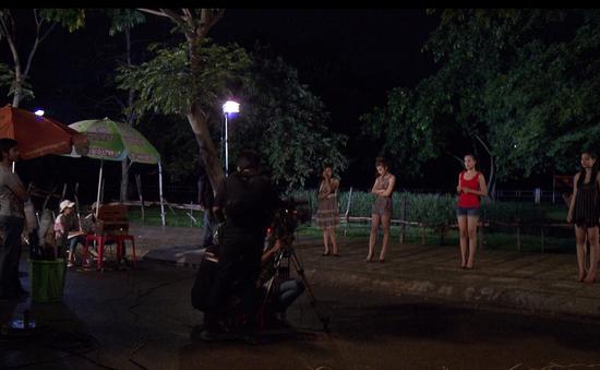 """Phim Thảm đỏ - Tập 3: Nguyệt Hằng (Hoàng Oanh) bị hiểu nhầm là """"gái bán hoa"""""""