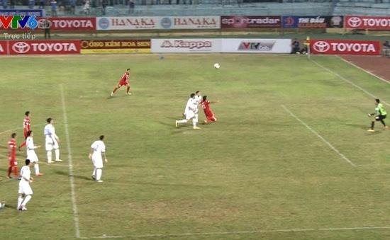 VIDEO: Tình huống gây tranh cãi khi trọng tài không cho Than Quảng Ninh hưởng phạt đền ở phút 89