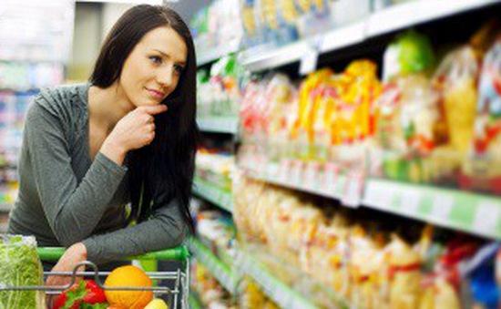 Người tiêu dùng Anh thắt chặt chi tiêu