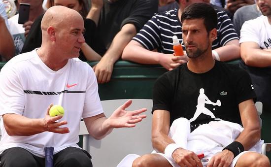 """""""Mối tình"""" Andre Agassi - Novak Djokovic trước thử thách Wimbledon 2017"""