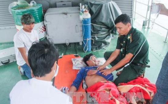 Sóc Trăng cấp cứu ngư dân bị nạn trên biển