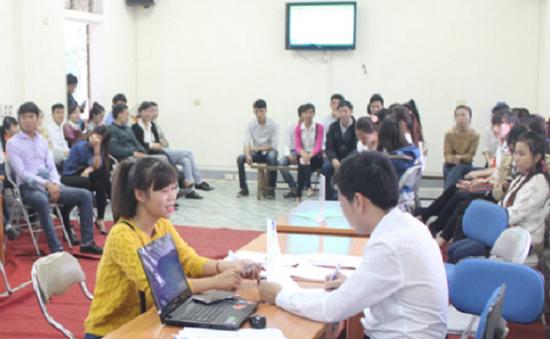 Tổ chức sàn giao dịch việc làm trong ngày tốt nghiệp cao đẳng tại Huế
