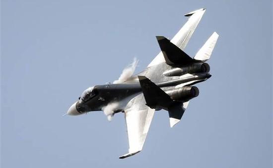 Chiến đấu cơ Trung Quốc chặn máy bay Mỹ trên biển Hoa Đông