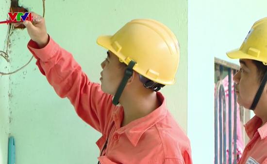 Sửa chữa điện miễn phí cho hộ nghèo ở Vĩnh Long