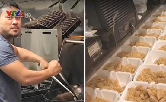 Mỹ: Chủ nhà hàng gốc Việt nấu hơn 5.000 suất ăn miễn phí cho nạn nhân bão