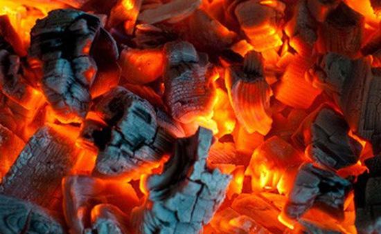 Sưởi ấm bằng than củi, người đàn ông ở Hưng Yên bị ngộ độc khí