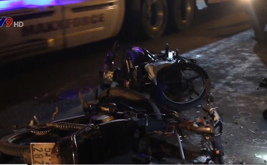 TP.HCM: Hai xe máy tông nhau, 4 người thương vong