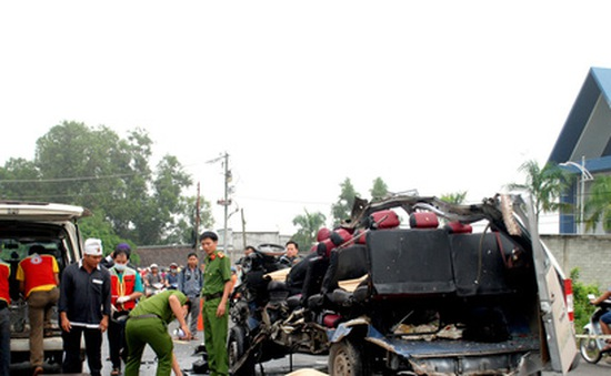 Va chạm giữa hai xe khách, 6 người chết, 10 người bị thương
